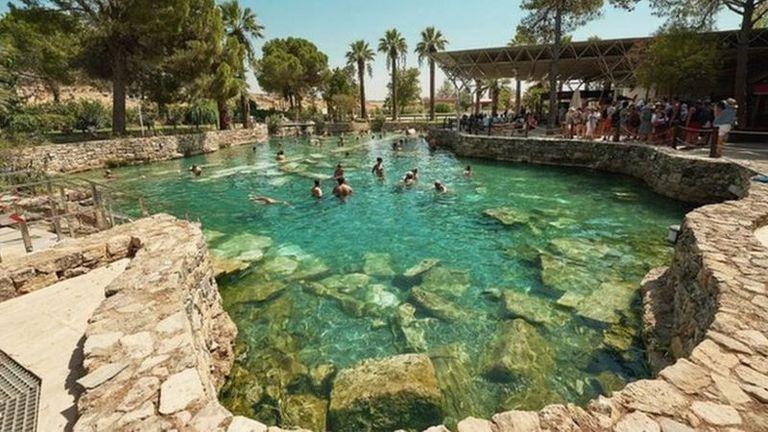 Visitantes de todo el Imperio Romano llegaban a la ciudad balneario para sumergirse en las aguas geotermales ricas en minerales