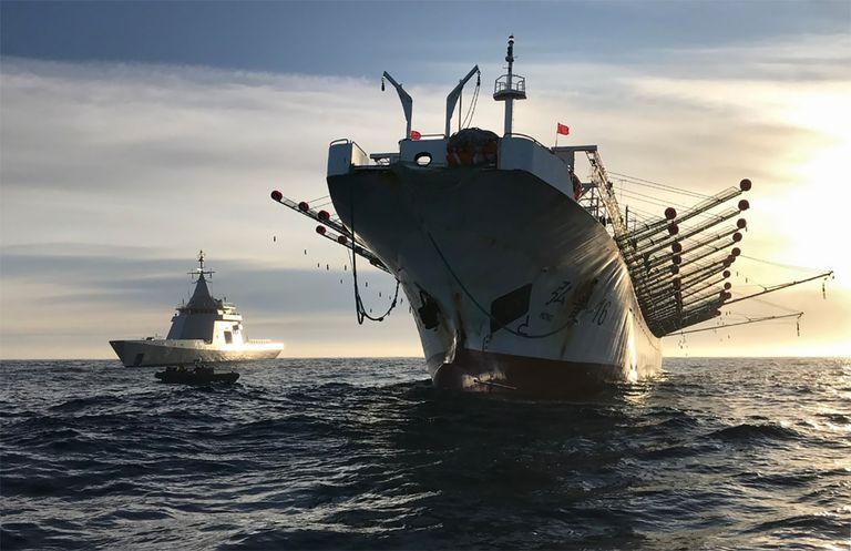 Cómo usa China su imponente flota pesquera para reforzar su ambición global