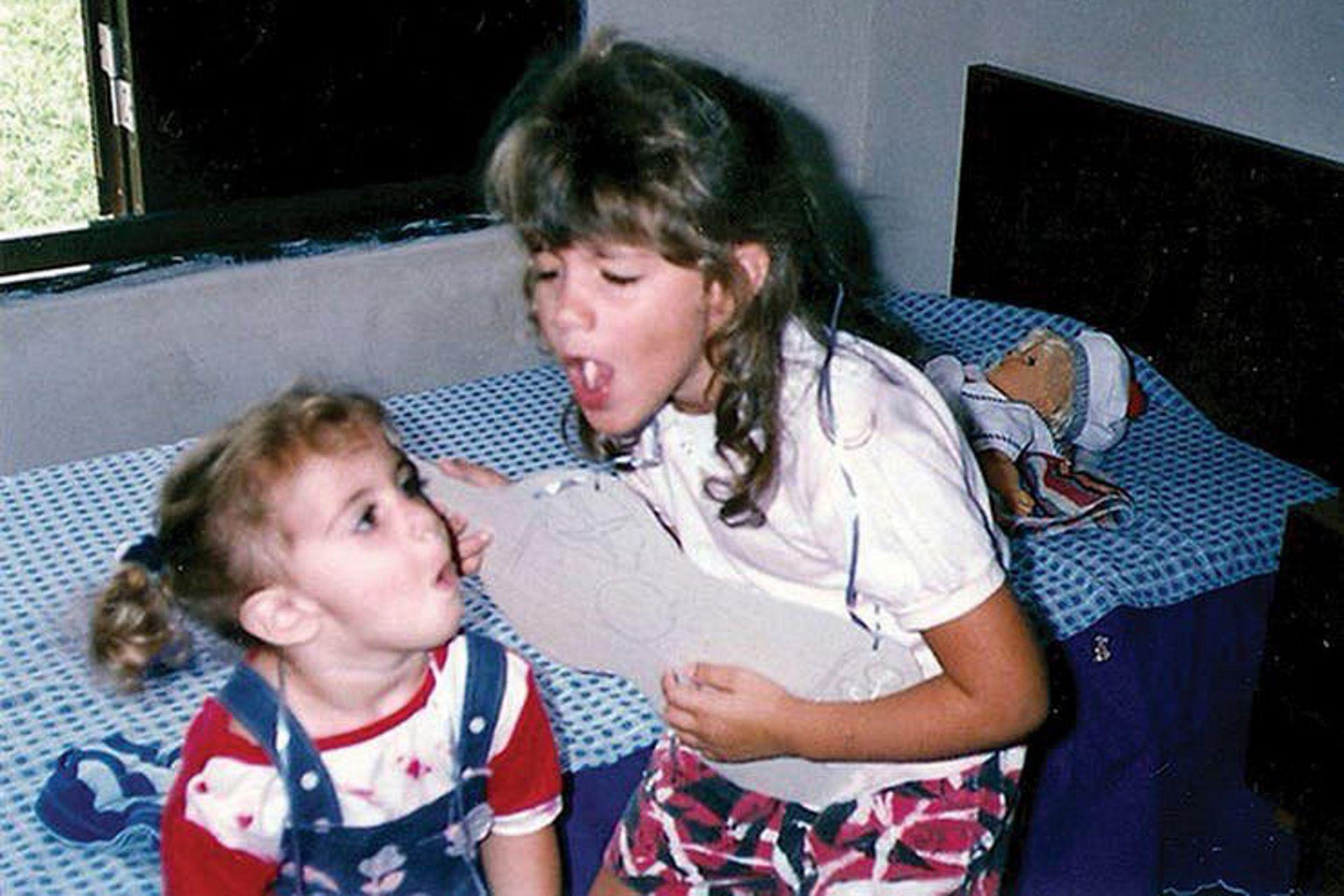 Cuando eran chicas, Lula y Marilina Bertoldi jugaban con unas guitarras de cartón que les hacía su madre