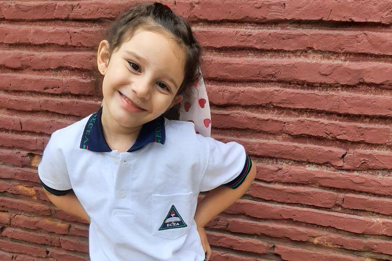 Alma Fernández, camino al primer día de primer grado