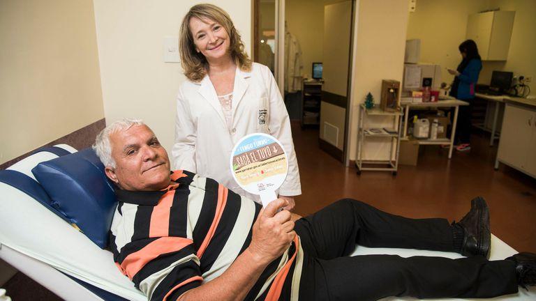 Adalberto Ravassa viaja todo los meses desde Mercedes para donar sangre en eL hospital Garrahan