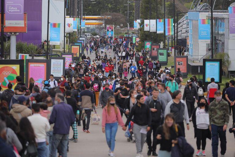 El primer día del fin de semana extra largo, una multitud recorrió Tecnópolis