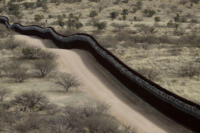 Biden da marcha atrás con el muro de Trump en la frontera con México