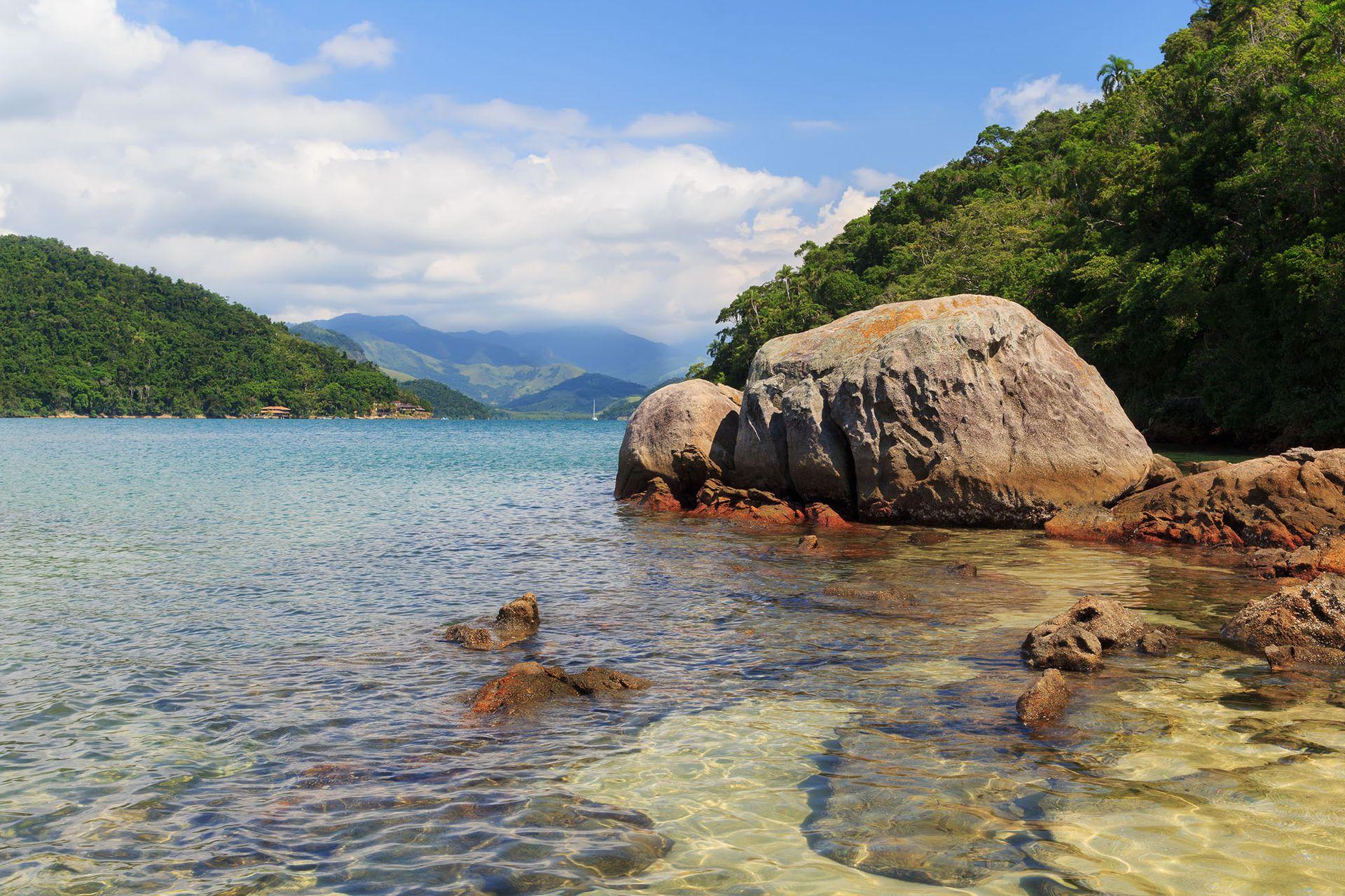 Ilha da Cotia en Paraty y su agua ideal para espiar la vida marina