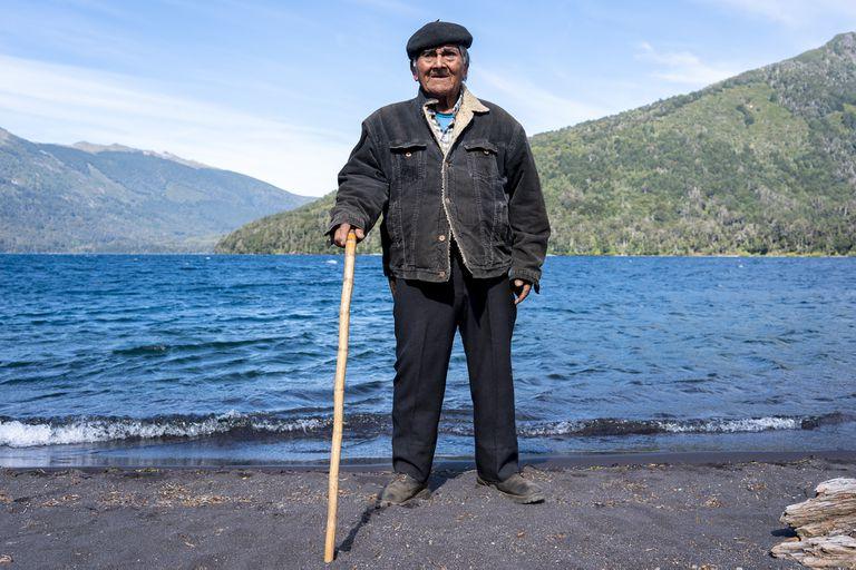 """""""Casi morí tres veces"""". Dice que pasó los 100 años y vive solo frente al Lanín"""