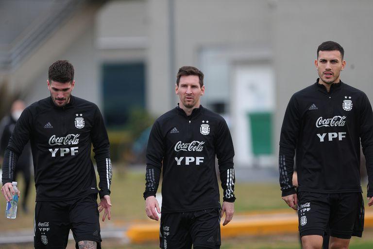 Un medio campo para que la selección siga creciendo con el estilo que impone Messi