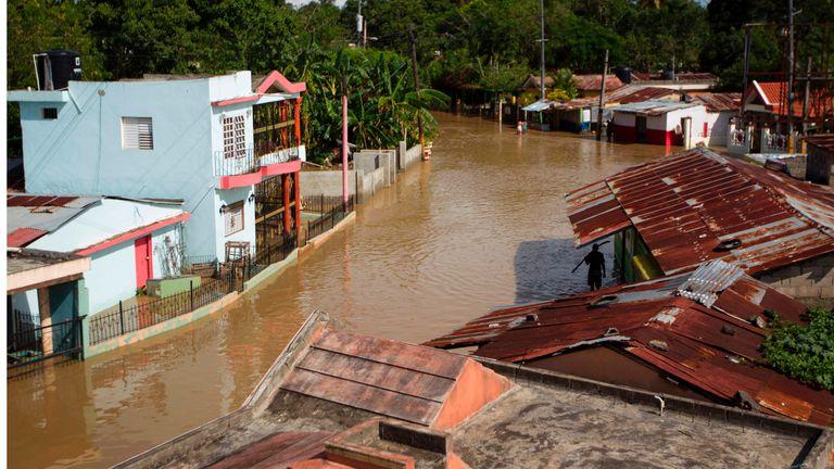 Sin luz, agua potable ni comunicaciones, la crisis en la isla se torna desesperante