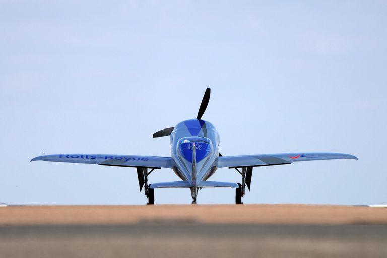 Spirit of Innovation, el avión eléctrico monoplaza de Rolls-Royce, completó su vuelo inicial de 15 minutos