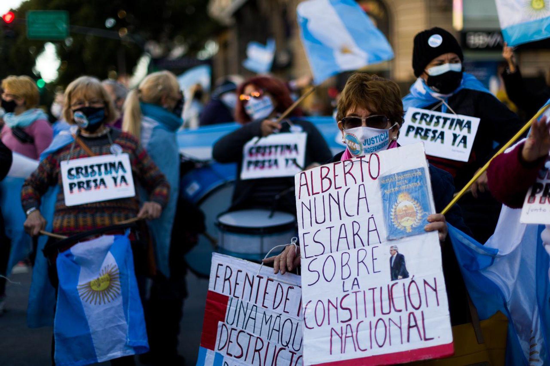 Marcha del 25M en el Obelisco por las nuevas restricciones