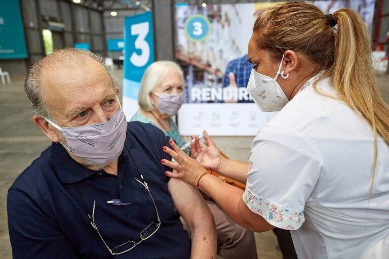 Este lunes comenzo la vacunacion contra el coronavirus en mayores de 70 anos en Mendoza
