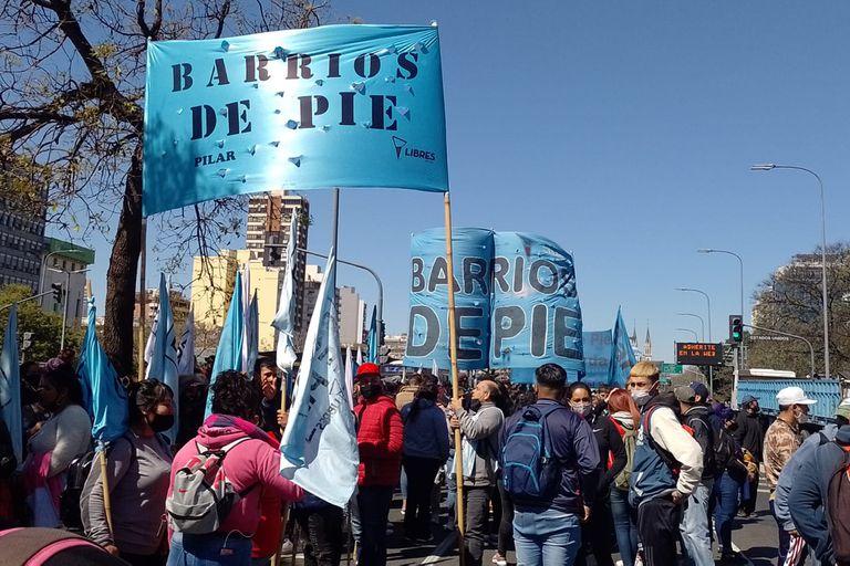 Está cortada la avenida 9 de Julio por una protesta de organizaciones sociales