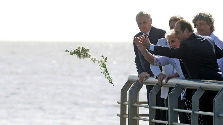Hollande junto a Estela de Carlotto recorrieron el Parque de la Memoia