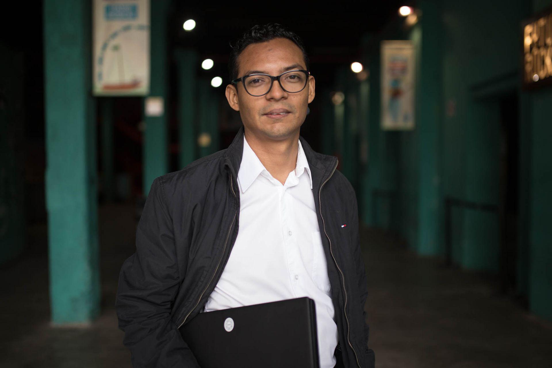 Rigoberto Carvajal es ingeniero, especialista en base de datos. Su trabajo le mereció un Pulitzer.