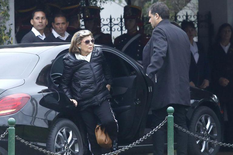 Inés Pertiné, al llegar al cementerio privado