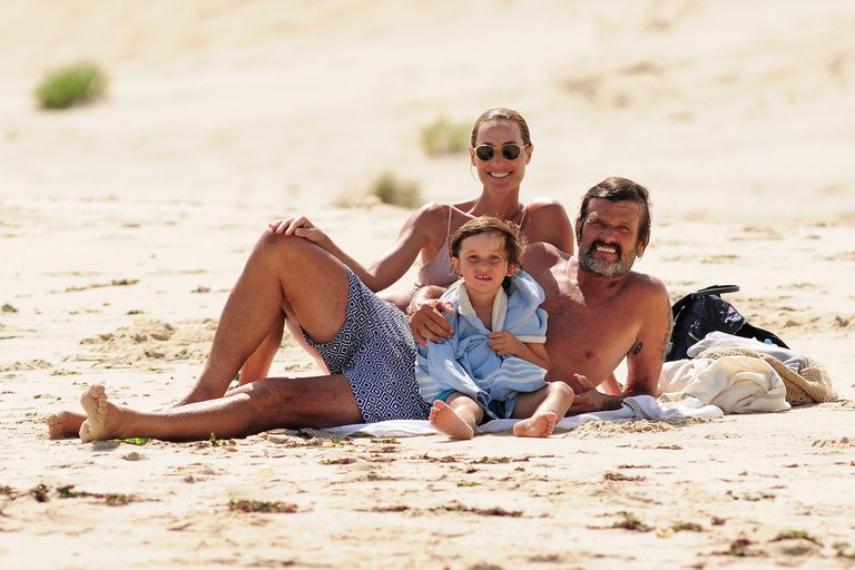 En un atípico verano esteño, casi sin turistas, la modelo y el empresario aprovechan la tranquilidad de las playas, dedicados a su hijo Iñaki y a los proyectos inmobiliarios que él desarrolla en Uruguay.