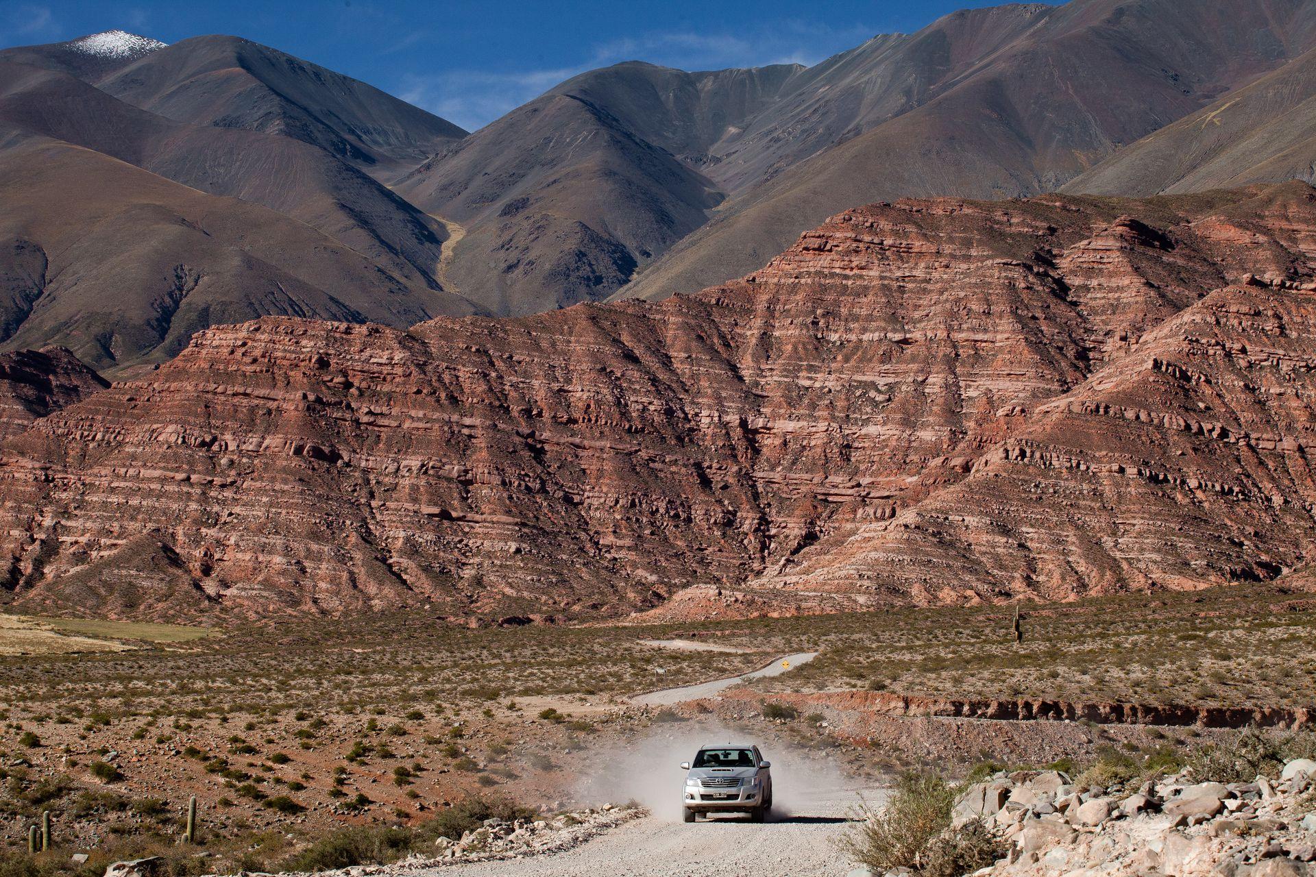 La transición de los valles calchaquíes hacia el Abra del Acay, el punto más alto de la ruta, a 4.895 metros.