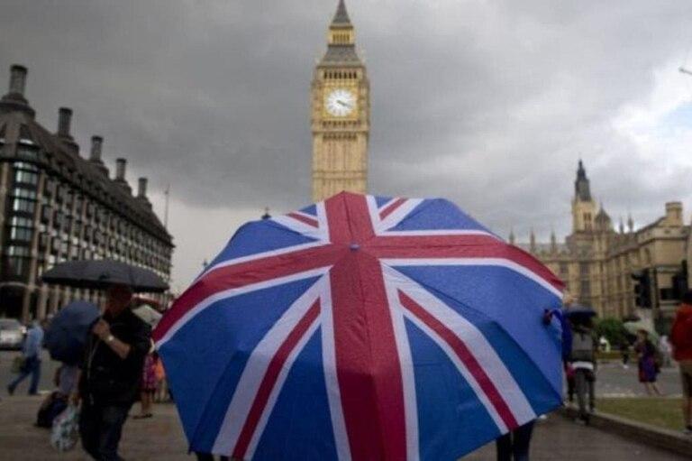 """Expertos británicos consideran que los pagos universales para autoaislarse deben formar un """"elemento esencial de nuestra respuesta pandémica""""."""