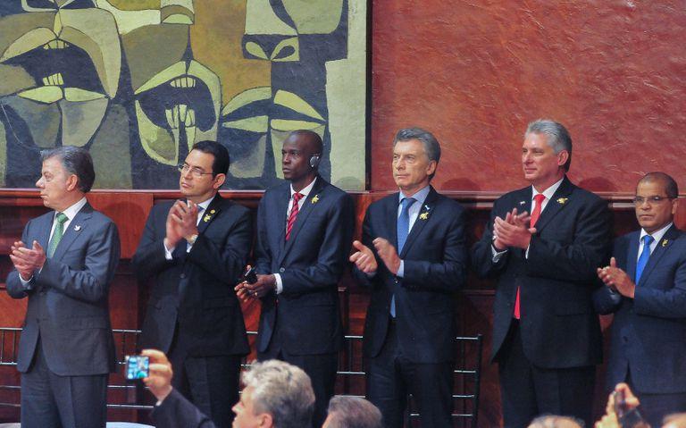 Macri, ayer en Quito, junto a algunos de sus pares de la región