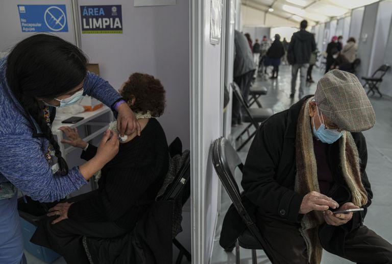 """""""Debemos investigar más acerca de cómo se esparce la infección, cómo se desarrolla la pandemia"""", destacó Neher"""