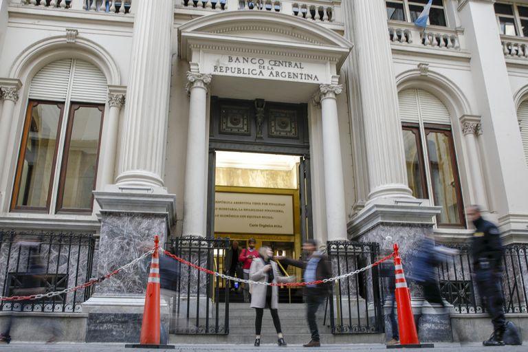 El Central ofrece un instrumento ligado al dólar