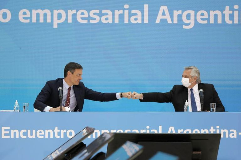 Alberto Fernández y Pedro Sánchez, en una reunión de equívocos y equivocaciones