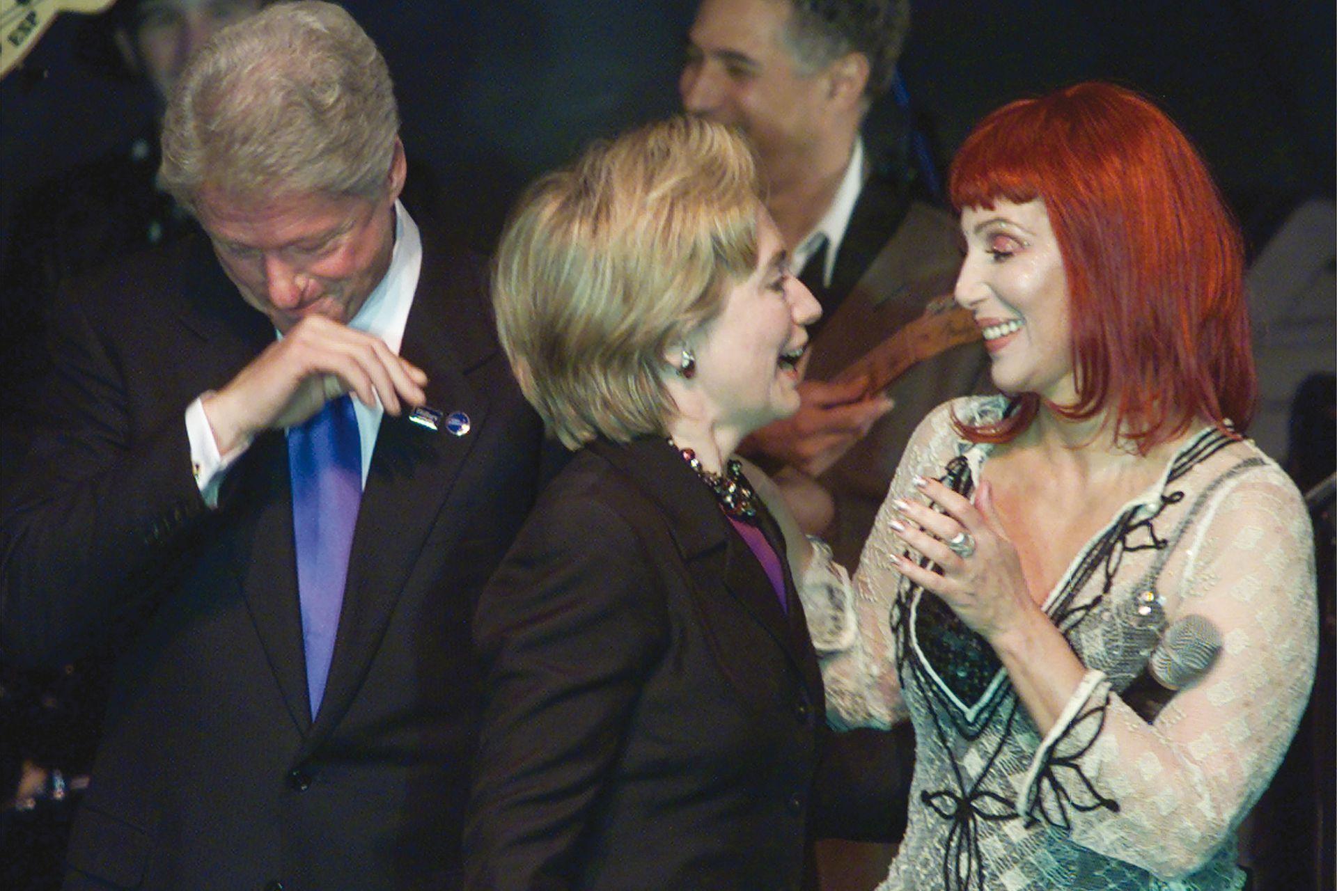 En octubre de 2000, durante el cumpleaños de Hillary Clinton, a quien apoyaría con fuerza en la campaña presidencial contra Trump