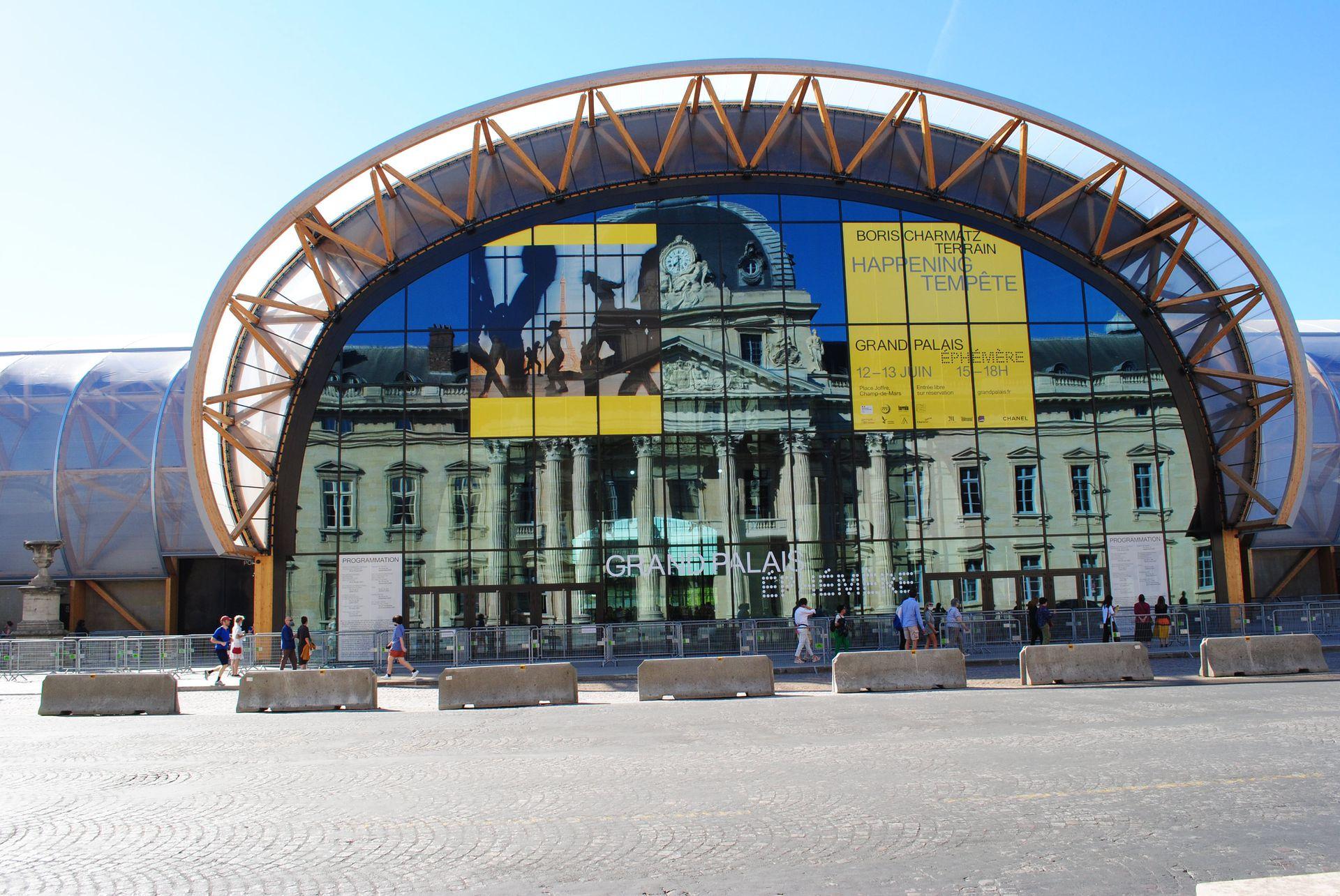 El palacio de 10.000 m²  es un diseño sustentable del arquitecto Jean-Michel Wilmotte. Abrió el 19 de mayo y reemplazará al Grand Palais hasta los Juegos Olímpicos de 2024.