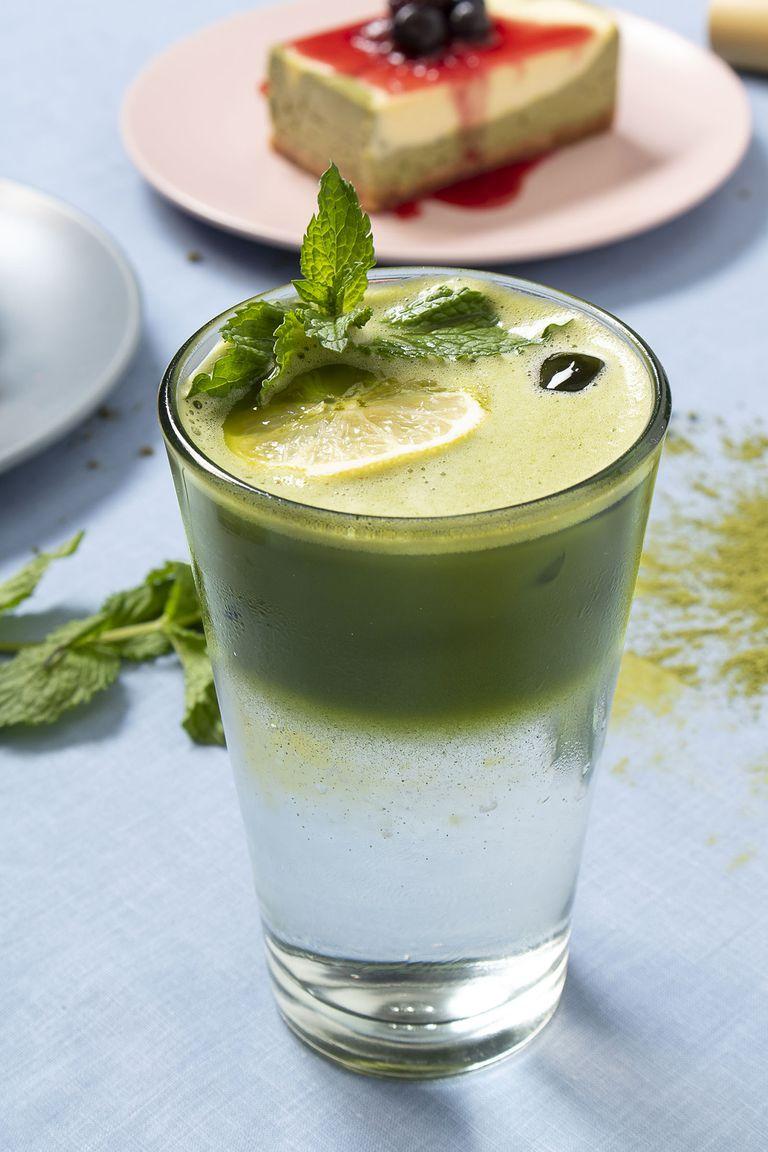 Con matcha se elaboran smoothies y bebidas