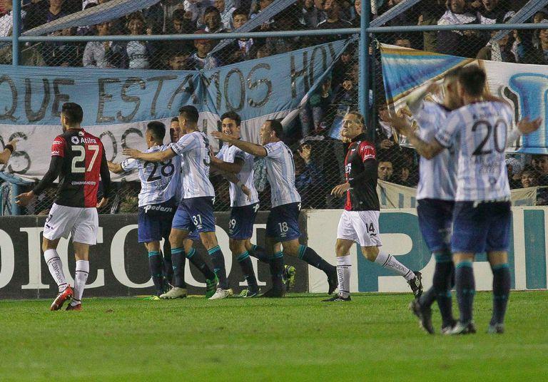 Superliga: Atlético Tucumán le ganó 2-1 a Colón por un golazo de Aliendro