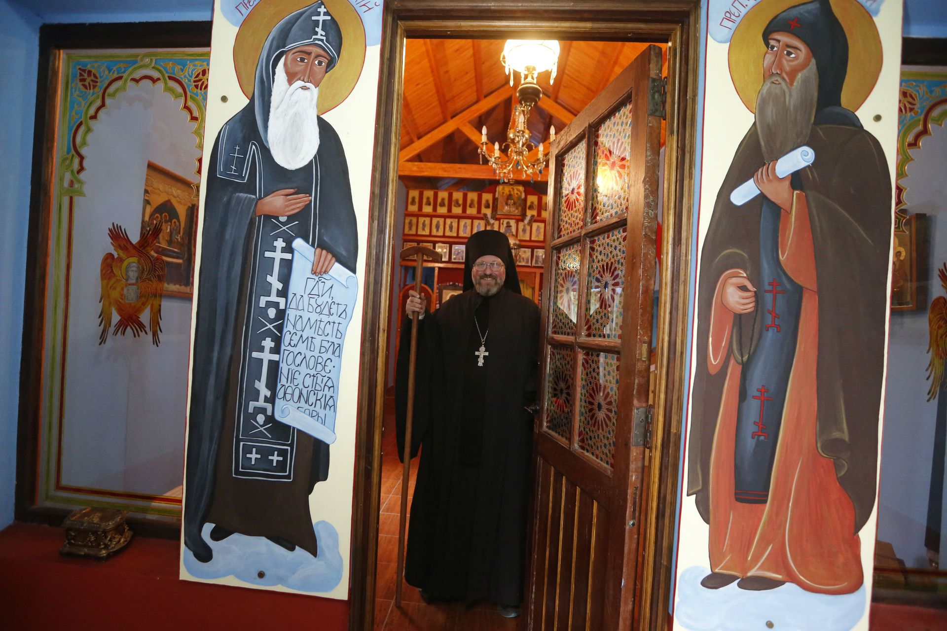 El monasterio está lleno de imágenes religiosas
