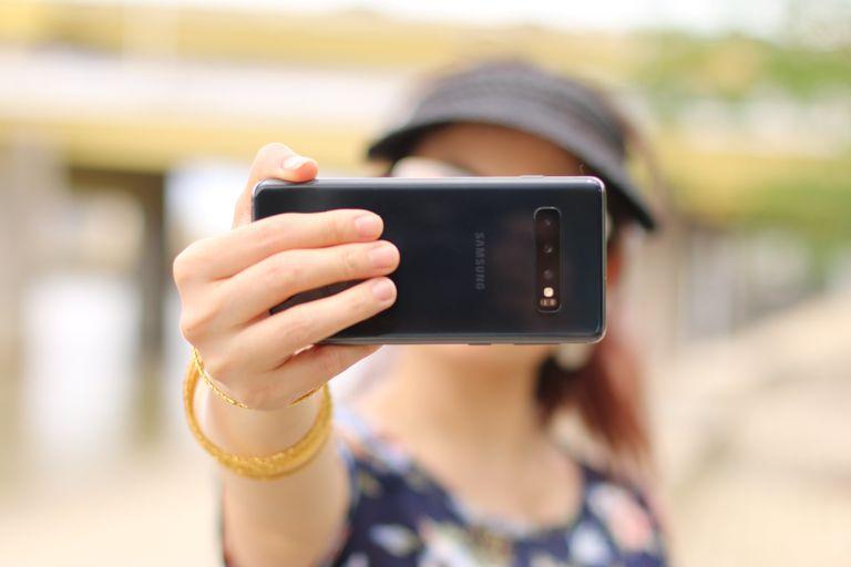 """Los millenials y centennials y la cultura de las """"selfies"""" que los lleva a sentir mucha inseguridad."""
