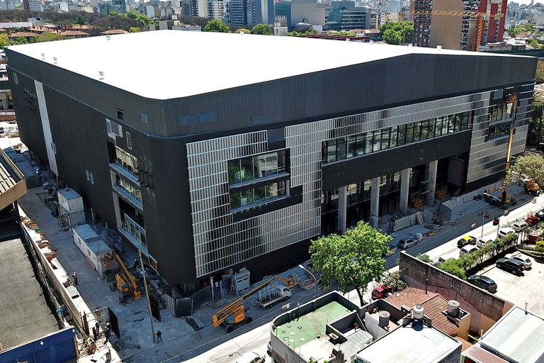 Así es el centro de entretenimiento Movistar Arena