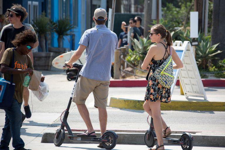 Debido a los bajos precios de alquiler, hasta 2019 la firma de scooters Bird estaba perdiendo 9,66 dólares por cada 10 dólares que ganaba en los viajes, según una presentación reciente de inversionistas