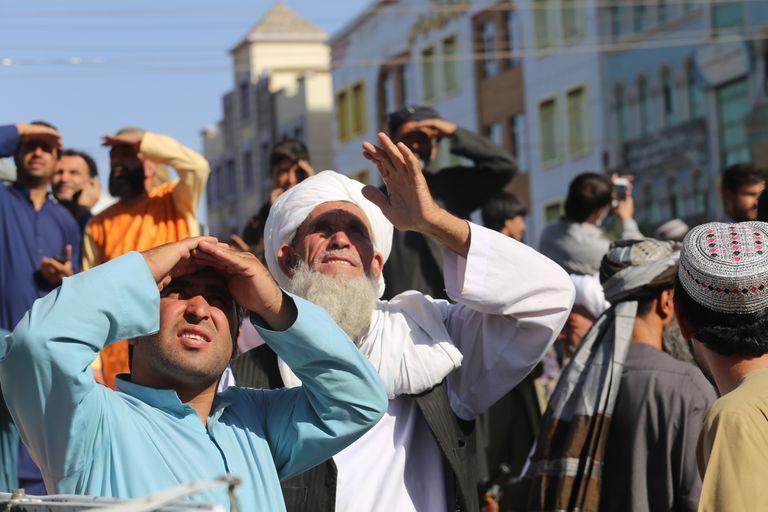 Los talibanes ejecutaron a cuatro hombres y los colgaron en plazas