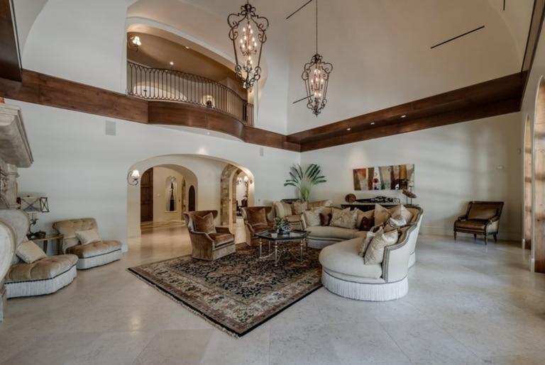 La sala de estar de la espectacular mansión