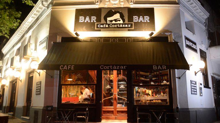 El Café Cortázar, en Cabrera y Medrano, en homenaje al escritor