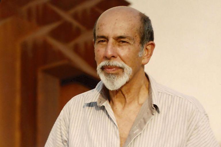 El escultor colombiano Eduardo Ramírez Villamizar