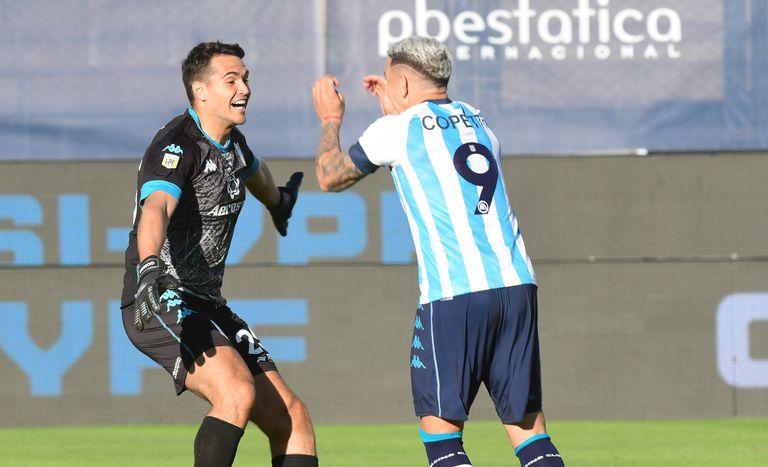 Racing solidario, Finalista de un fútbol argentino marcado por el sufrimiento