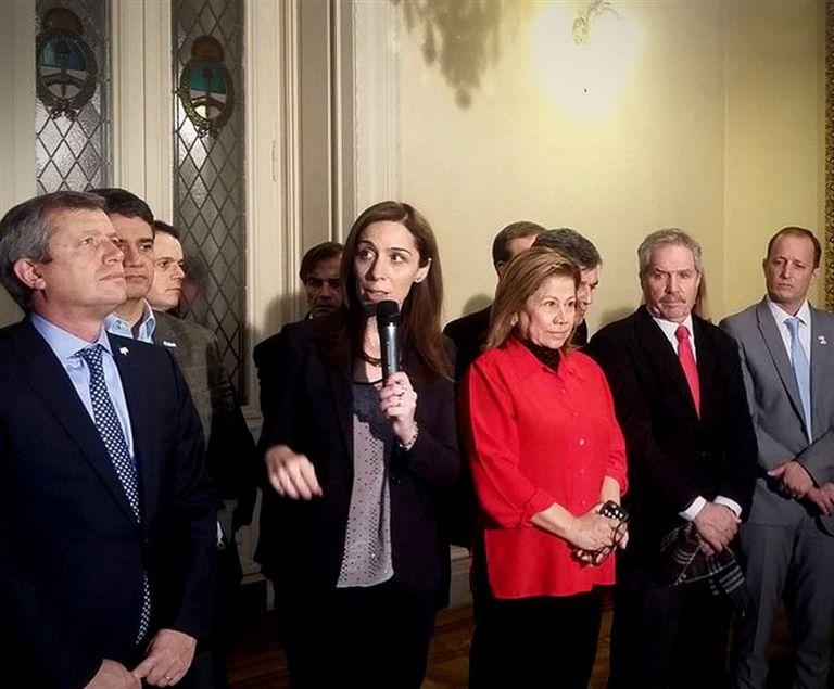 La gobernadora Vidal, ayer, rodeada por Salvador, Granados, Monzó, Camaño y Solá