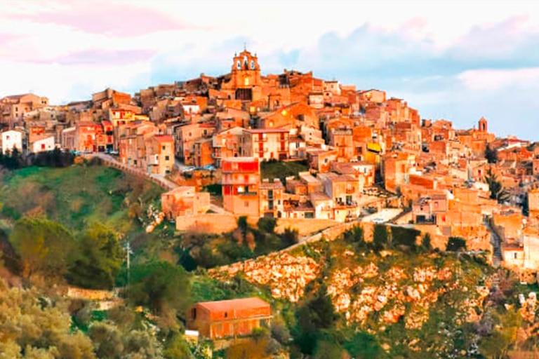Mussomeli está ubicada sobre un cerro en la región de Sicilia