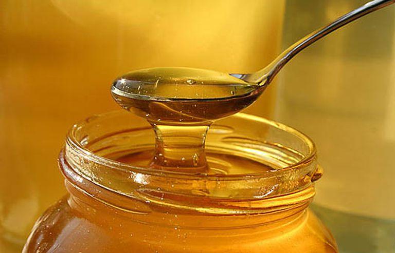 Contra los ardores y dolores de garganta, la miel es una buena aliada