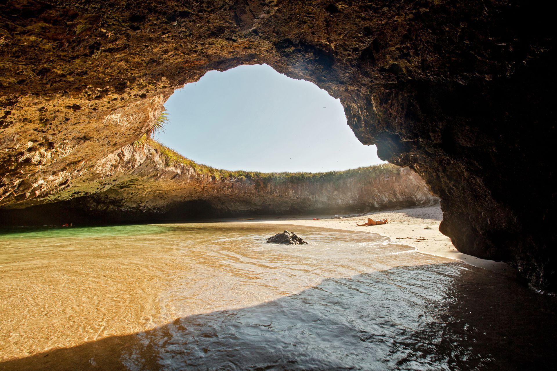 La playa del Amor, tesoro de las Islas Marietas.