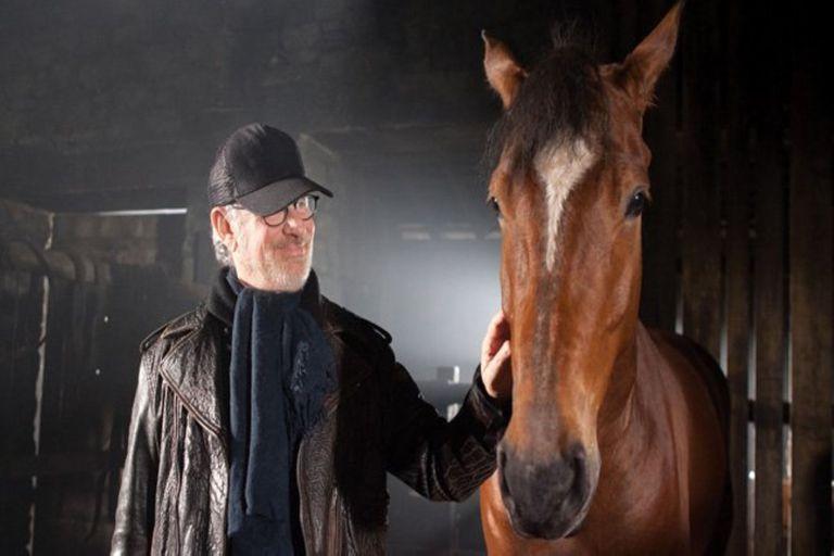 El director y productor cinematográfico montó caballos en su juventud y hasta cerca de los 40 años; una de sus hijas participó en concursos de equitación.