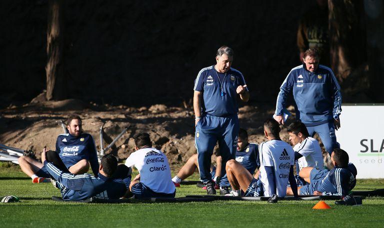 Martino charla con los jugadores