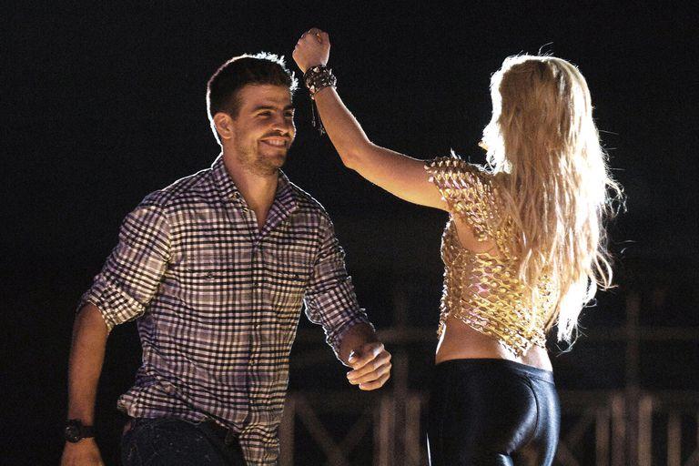 Cuando el Barça ganó la Champions League, en 2011, Shakira lo celebró bailando con Gerard y otros jugadores del equipo en el escenario, durante su concierto en Barcelona