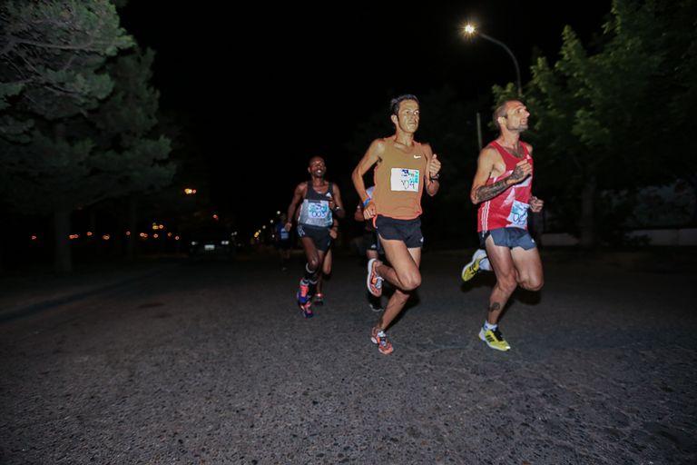 Rono, Ortiz y Roth en los kilómetro iniciales