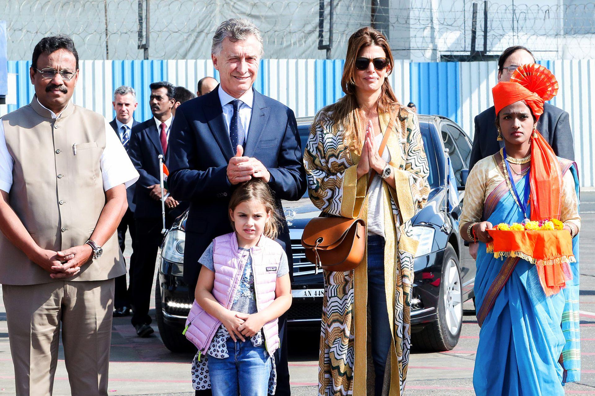 Juliana Awada con su hija Antonia junto al Presidente en Dubai