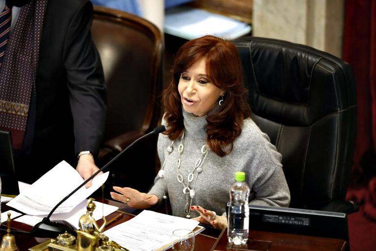 """Con el aval de Cristina Kirchner, se incluyó una cláusula promovida por Oscar Parrilli que obliga a los jueces a denunciar supuestas presiones """"de los poderes mediáticos"""""""