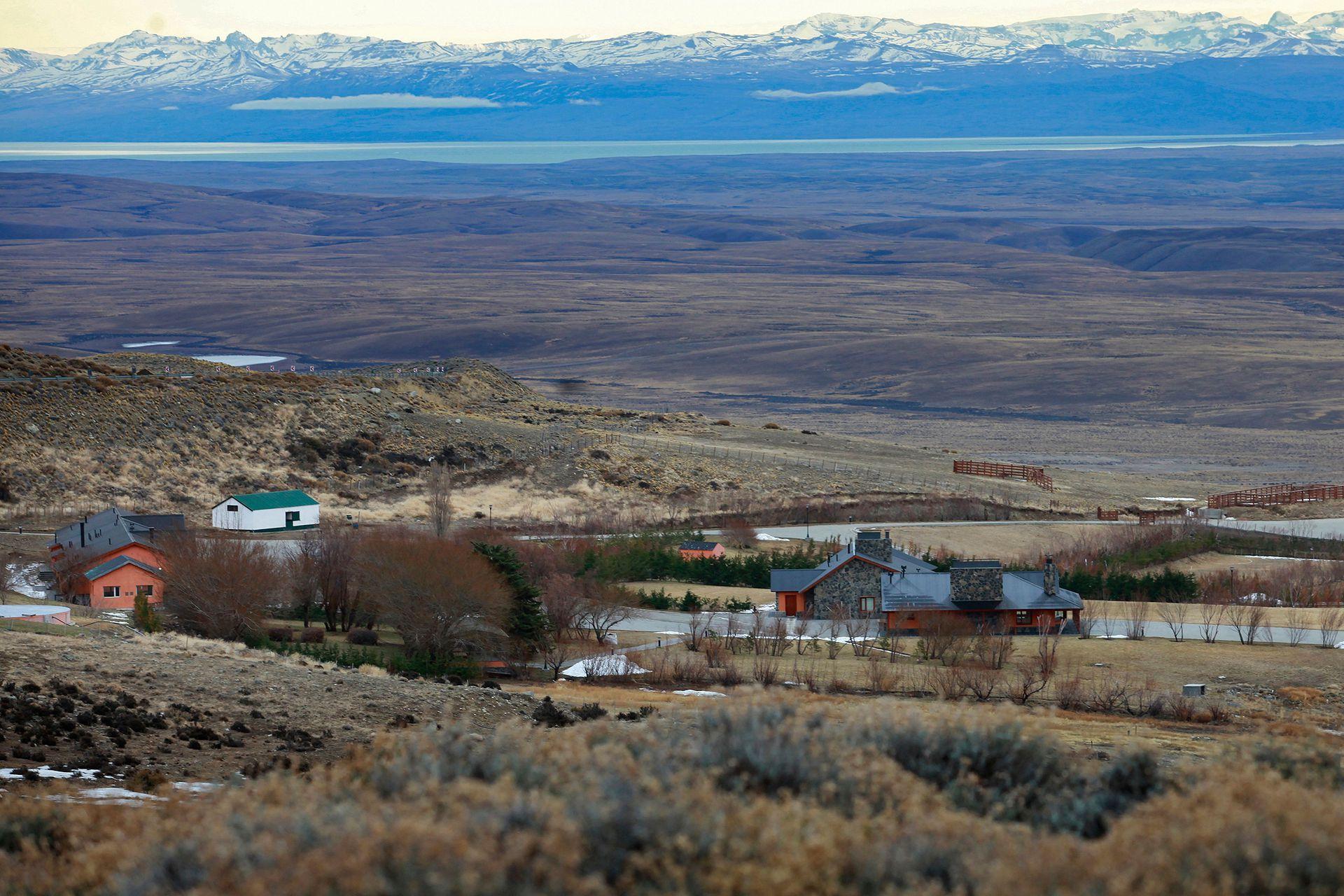Al fondo de la estancia Cruz Aike, una de las propiedades de Lázaro Báez, se puede ver el Lago Argentino y la cordillera de Los Andes