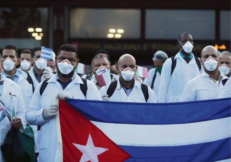 Médicos cubanos enviados a Italia para tratar a pacientes con coronavirus
